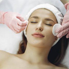 Kosmetikbehandlung Augenblicke Beauty